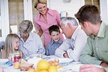 餐桌礼仪教育,不仅锻炼了孩子本人