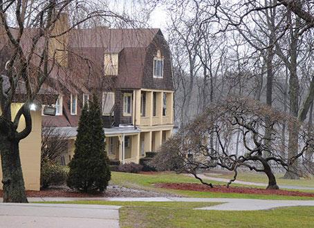 罗格斯中学是新泽西州最古老的学校,1766年与女王学院在同一个章程下