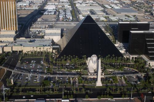 仿埃及金字塔建造